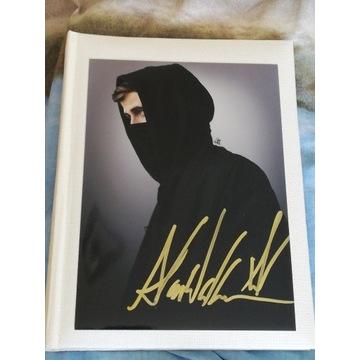Alan Walker - Oryginalny autograf, 20x15cm zdjęcie