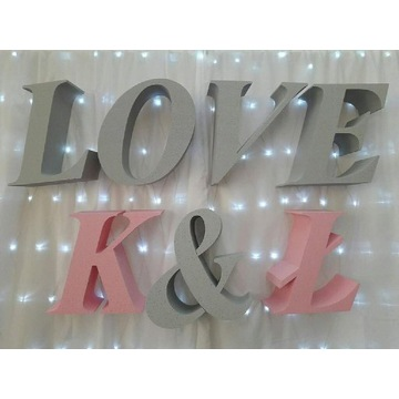 Napis love litery inicjały dekoracje ślub wesele
