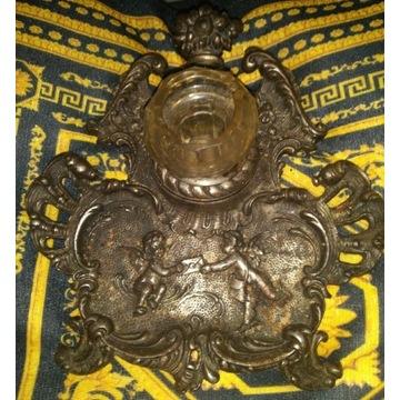Stary Kalamarz zdobiony od spodu numer i g. Dawida