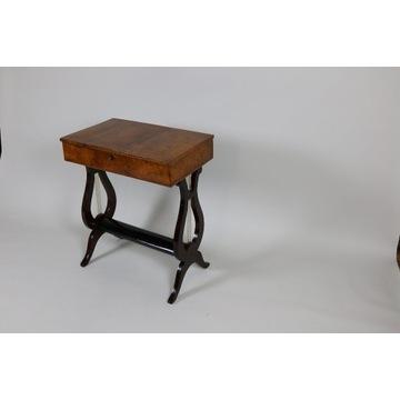 Oryginalny stół do szycia Lira z XIX wieku.