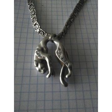 Przepiękny srebrny łańcuszek z zawieszką