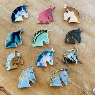 Ceramiczny koń - broszka. HandMade
