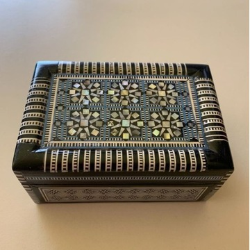 Szkatułka z masy perłowej Kuferek Puzderko