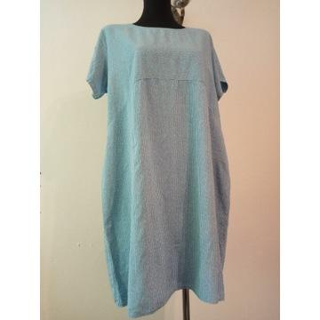Sukienka w drobne paseczki lub grochy