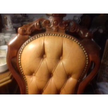 Krzesła rzeźbione w skórze