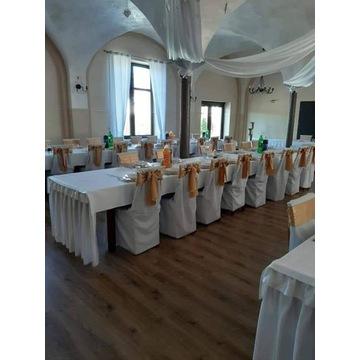 Białe pokrowce na krzesła z elanobawełny