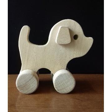 Drewniana zabawka na kółkach drewniany PIES PIESEK