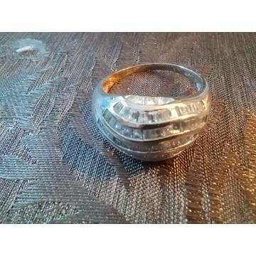Efektowny pierścień  srebrny  w  r.27-28
