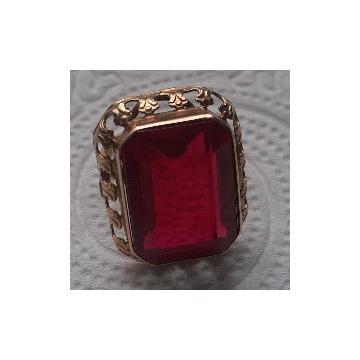 Złoty pierścień damski z czerwonym kamieniem.