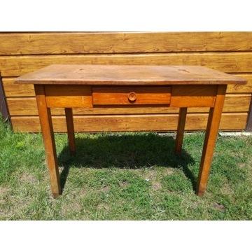 Stary drewniany stół z szufladą