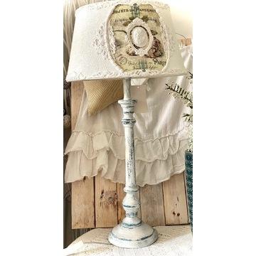 Piękna wysoka lampa stojąca