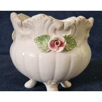 Ceramiczna biała ozdobna osłonka