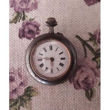 Stary przedwojenny kieszonkowy zegarek retro