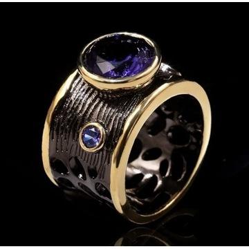 Pierścionek czerń ze złotem 18ct z fioletową cyrk