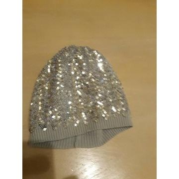 Cekinami czapka