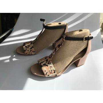 buty Clarks sandały koturn  rozmiar 41,5 NOWE