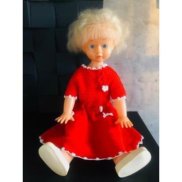 Duża lalka chodzi kręci głową