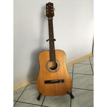 Gitara akustyczna ze stojakiem