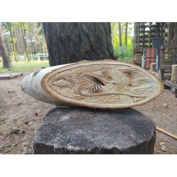 Ręcznie wykonana rzeźba drewniana - szczupak, ryby