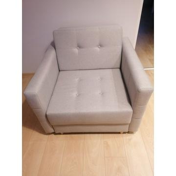 Szary rozkładany fotel w stanie idealnym