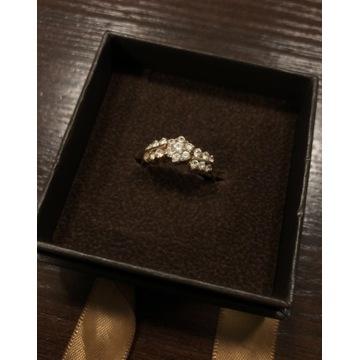 Piękny złoty pierścionek (585)