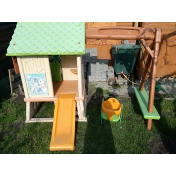 Domek dla dzieci ze zjeżdżalnią