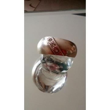 Stary srebrny pierścionek  obrączka z cyrkoniami