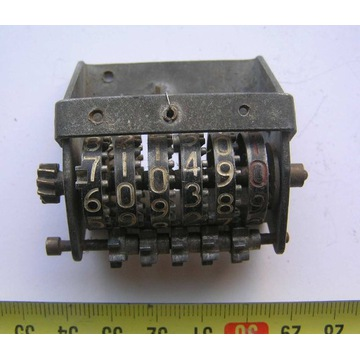 Stary licznik mechaniczny