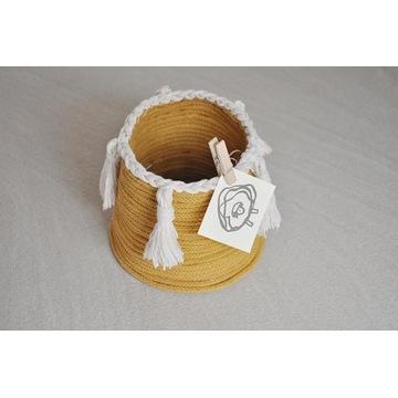 Ręcznie wykonany koszyczek boho ze sznurka