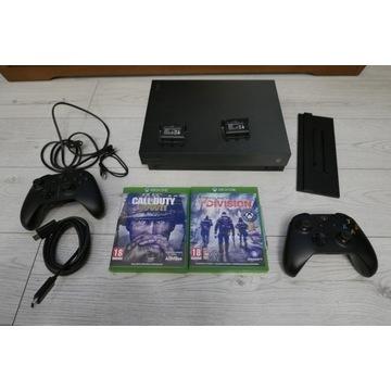 Xbox One X Edycja Project Scorpio + 2pady + 2gry