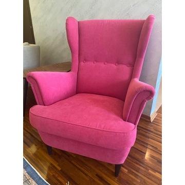 Fotel IKEA STRANDMON. margenta