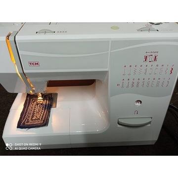 Maszyna do szycia TCM- 8350 z pokrowcem.