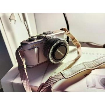 Olympus E-PL9 + Obiektyw m.zuiko digital 14-42 mm.