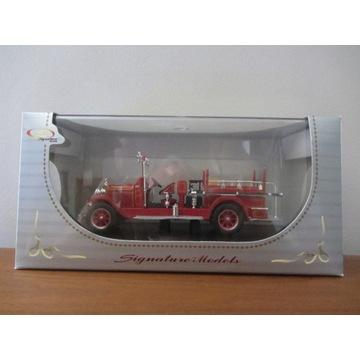 SIGNATURE MODELS 1928 Studebaker Fire Truck (1/32)