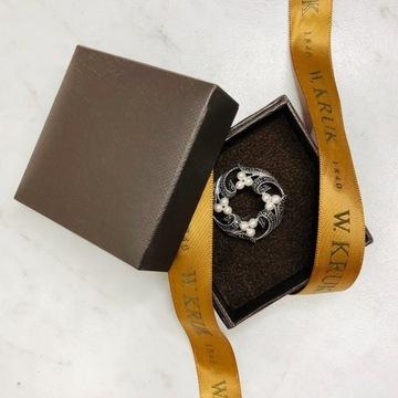 Broszka srebrna z markasytami i perłami W.Kruk 925