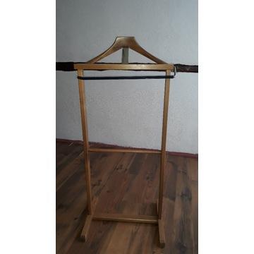 Stary drewniany stojak na ubrania