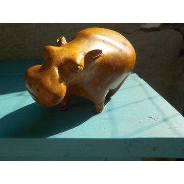 Afrykański rzeźbiony w drewnie hipopotam