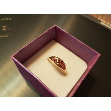 Sprzedam złoty pierścionek próby 585. Roz.  17