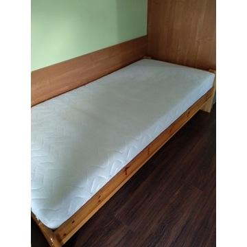 Łóżko drewniane z materacem i wkładka pod materac