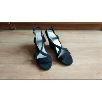 Czarne buty na koturnie, bardzo wygodne i lekkie!