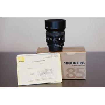Nikon Nikkor AF 85 f/1.8 D (Made in Japan + HN-23)