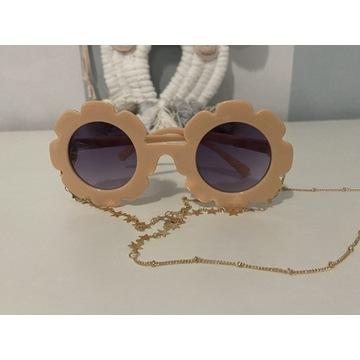 Okulary przeciwsłoneczne dla dzieci z łańcuszkiem