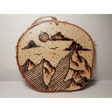 Obraz wypalany na plastrze drewna - góry