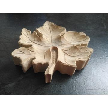 Popielniczka w kształcie liścia klonu