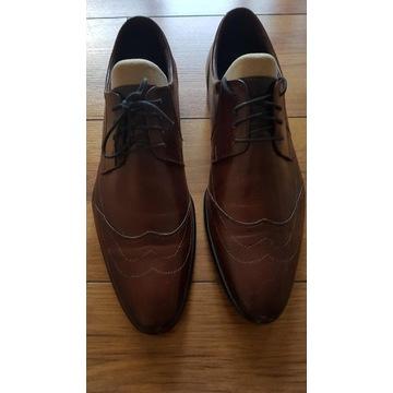 Pantofle skórzane.
