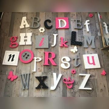 Alfabety i imiona na ścianę