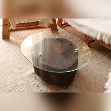 Stolik kawowy z litego drewna z szybą, na kółkach
