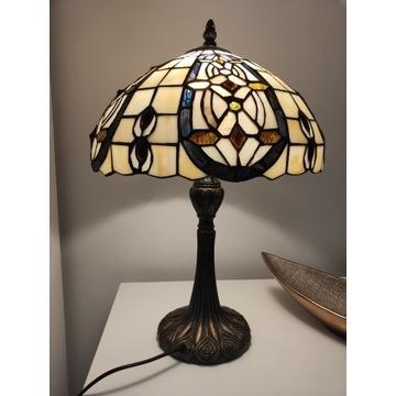 Lampa witrażowa w stylu Tiffaniego