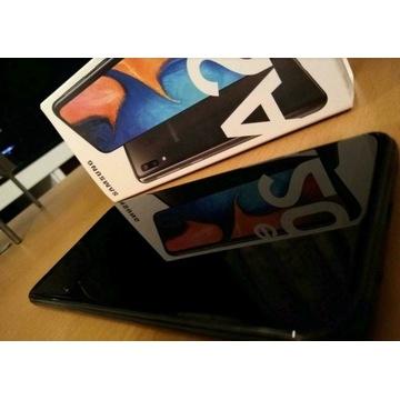 Samsung Galaxy A20e wraz z etui i szkłem ochronnym