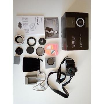 Olympus OM-D E-M10 + Panasonic 20/1.7